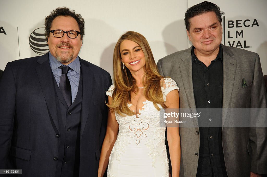 """Actors <a gi-track='captionPersonalityLinkClicked' href=/galleries/search?phrase=Jon+Favreau&family=editorial&specificpeople=239483 ng-click='$event.stopPropagation()'>Jon Favreau</a>, <a gi-track='captionPersonalityLinkClicked' href=/galleries/search?phrase=Sofia+Vergara&family=editorial&specificpeople=214702 ng-click='$event.stopPropagation()'>Sofia Vergara</a> and Oliver Platt attend the """"Chef"""" world premiere exclusively for American Express card members on April 22, 2014 in New York City."""