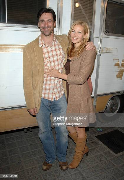 Actors Jon Hamm and Jennifer Westfeldt attend the premiere of AMC's 'Breaking Bad' at Sony Pictures Studios on January 15 2008 in Culver City...