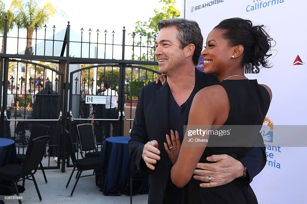 Actors Jon Tenney and Kearran Giovanni attend Covenant House Of California's Annual Fundraising Gala, A Night Honoring Our Stars at The Globe Theatre at Universal Studios on April 30, 2016 in Universal City, California.