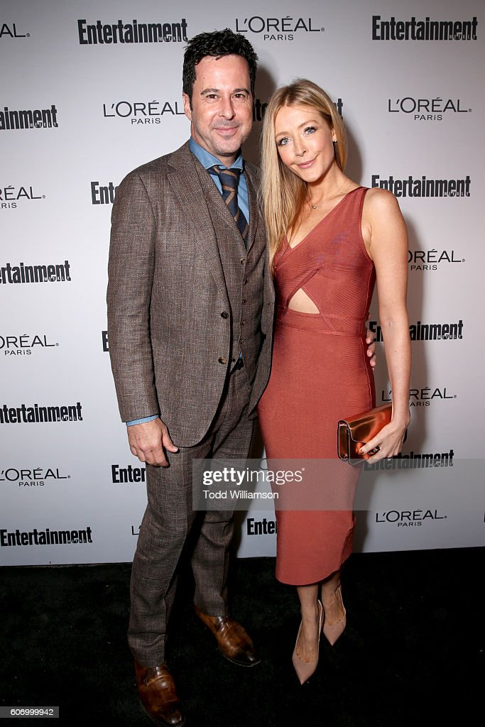 actors-jonathan-silverman-and-jennifer-finnigan-attend-the-2016-picture-id606999942