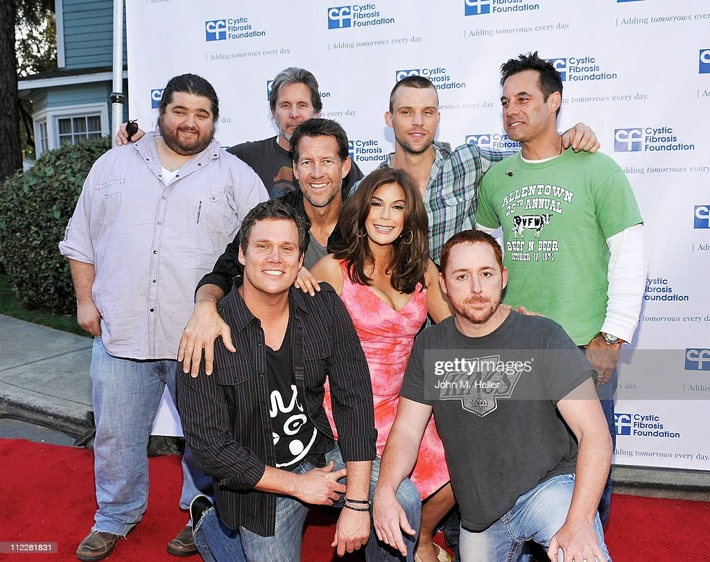 Actors Jorge Garcia Gary Cole Jesse Spencer Adrian Pasdar James Denton Teri Hatcher Bob Guiney and Scott Grimes pose with The Band From TV at 'The...