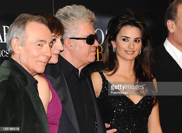 Actors Jose Luis Gomez Blanca Portillo director Pedro Almodovar and actress Penelope Cruz arrive at the Madrid world premiere of 'Los Abrazos Rotos'...