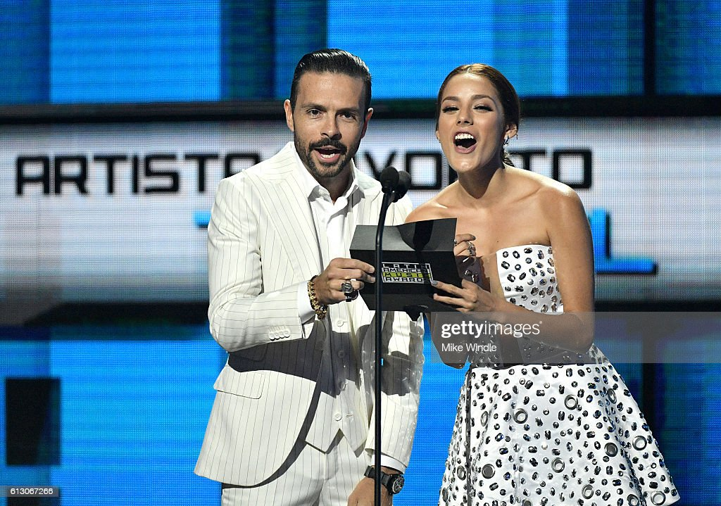 http://media.gettyimages.com/photos/actors-jose-maria-torre-and-oka-giner-speak-onstage-during-the-2016-picture-id613067266