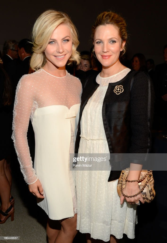 Actors <a gi-track='captionPersonalityLinkClicked' href=/galleries/search?phrase=Julianne+Hough&family=editorial&specificpeople=4237560 ng-click='$event.stopPropagation()'>Julianne Hough</a> (L) and <a gi-track='captionPersonalityLinkClicked' href=/galleries/search?phrase=Drew+Barrymore&family=editorial&specificpeople=201623 ng-click='$event.stopPropagation()'>Drew Barrymore</a> attend the Estee Lauder 'Modern Muse' Fragrance Launch Party at the Guggenheim Museum on September 12, 2013 in New York City.
