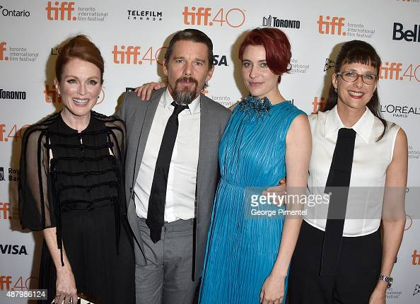 Actors Julianne Moore Ethan Hawke Greta Gerwig and director/screenwriter Rebecca Miller attend the 'Maggie's Plan' premiere during the 2015 Toronto...