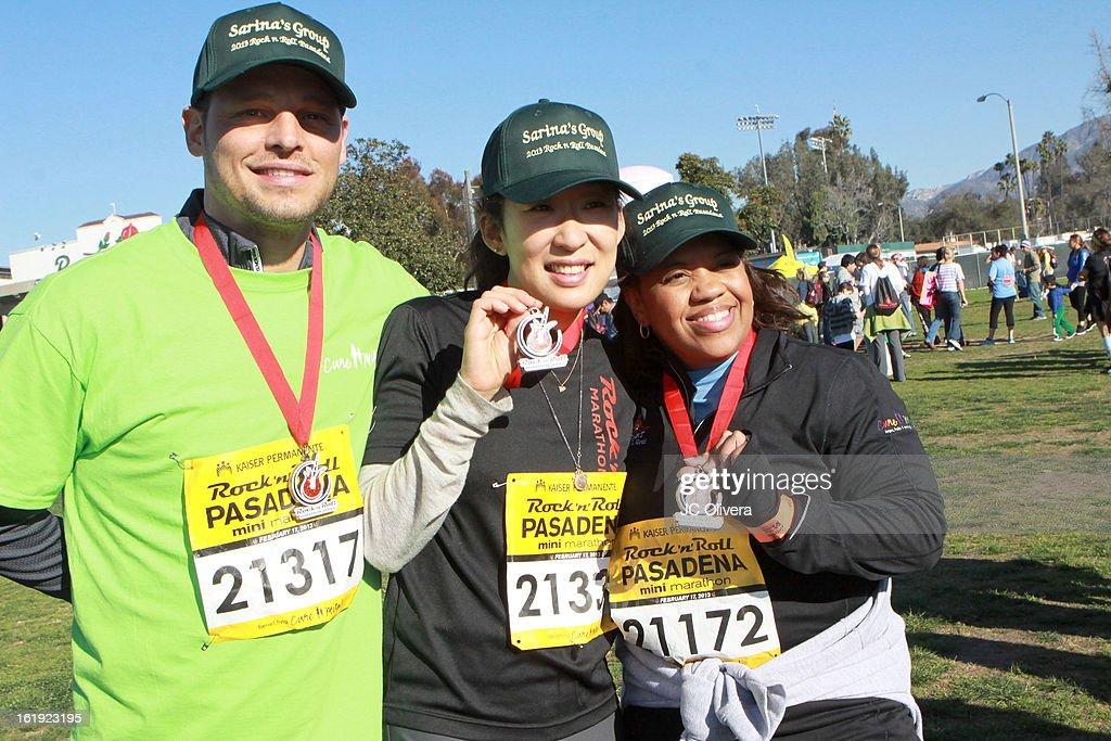 Actors Justin Chambers Sandra Oh and Chandra Wilson attend the Kaiser Permanente Rock 'N' Roll Pasadena half marathon benefiting CureMito at Rose...