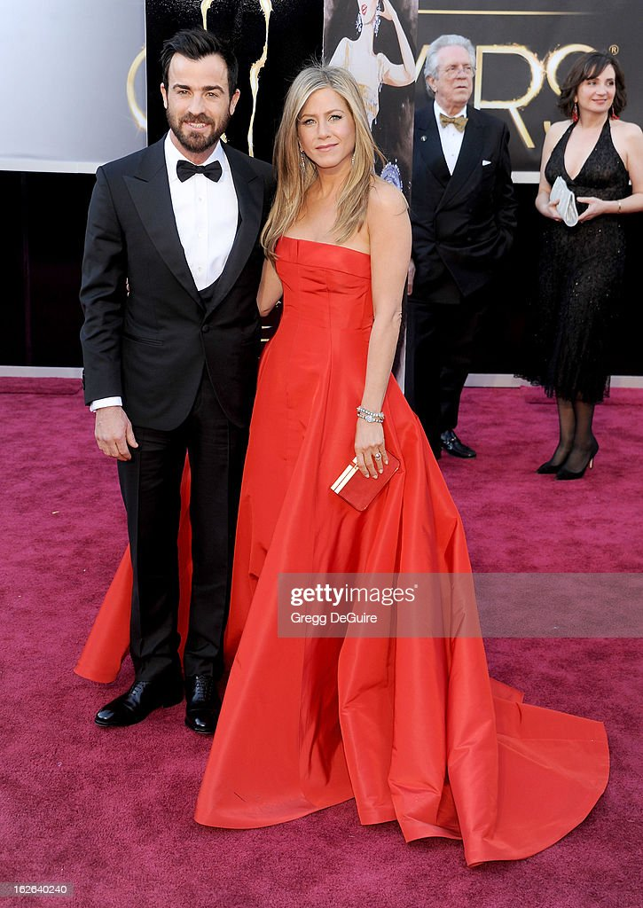 Actors Justin Theroux and Jennifer Aniston arrive at the Oscars at Hollywood & Highland Center on February 24, 2013 in Hollywood, California.