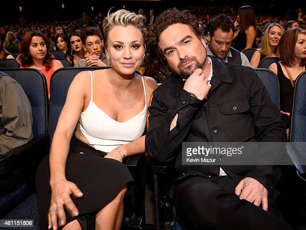 Actors Kaley Cuoco and Johnny Galecki attend The 41st Annual People's Choice Awards at Nokia Theatre LA Live on January 7 2015 in Los Angeles...