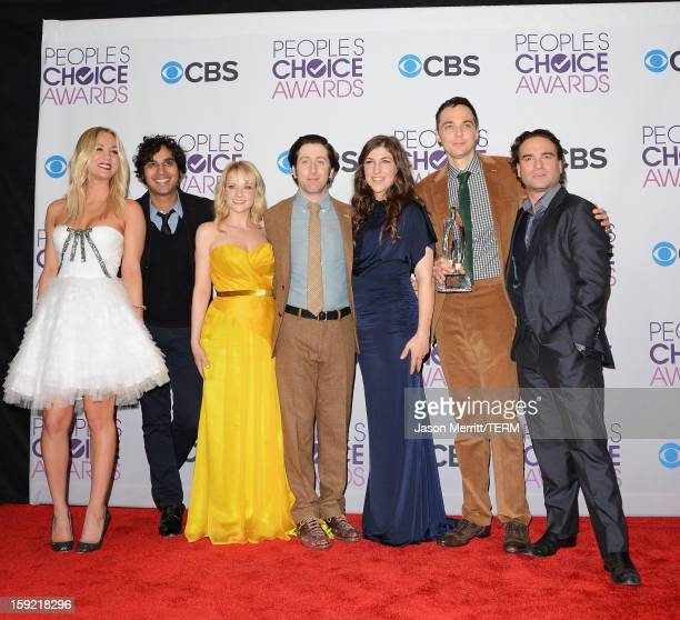Actors Kaley Cuoco Kunal Nayyar Melissa Rauch Simon Helberg Mayim Bialik Jim Parsons and Johnny Galecki of Favorite Network TV Comedy winner 'The Big...
