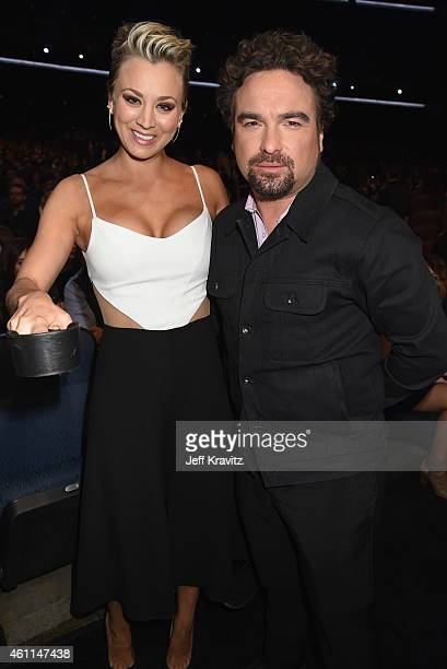 Actors Kaley CuocoSweeting and Johnny Galecki attend The 41st Annual People's Choice Awards at Nokia Theatre LA Live on January 7 2015 in Los Angeles...