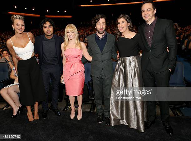 Actors Kaley CuocoSweeting Kunal Nayyar Melissa Rauch Simon Helberg Mayim Bialik and Jim Parsons attend The 41st Annual People's Choice Awards at...