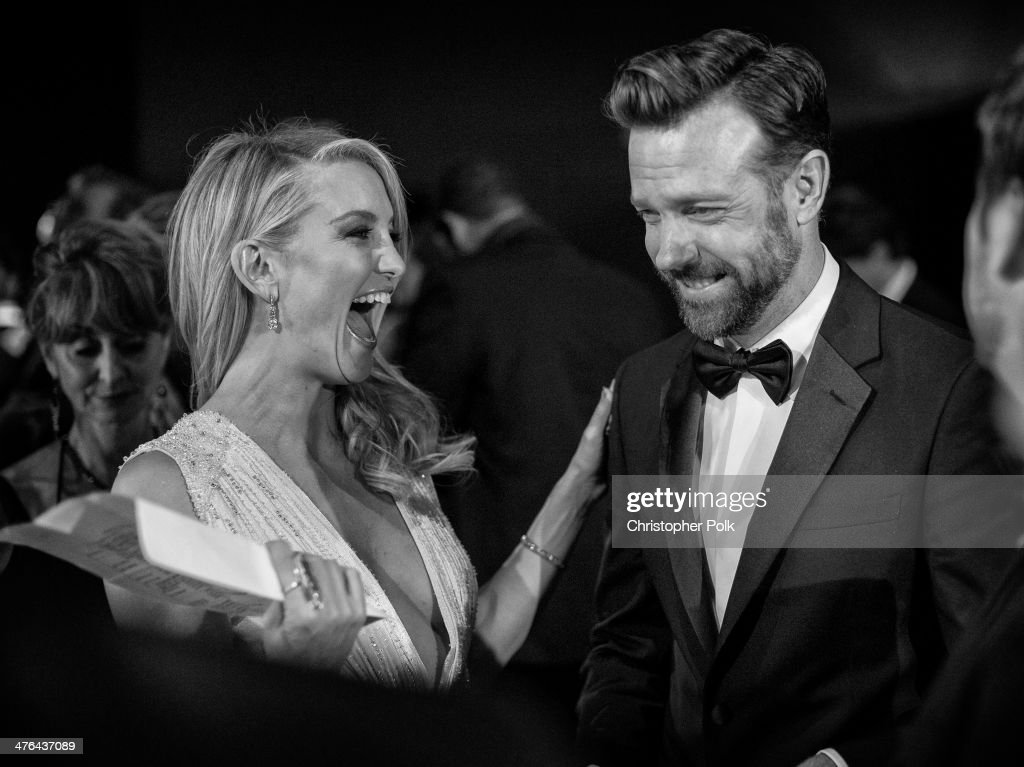 Actors <a gi-track='captionPersonalityLinkClicked' href=/galleries/search?phrase=Kate+Hudson&family=editorial&specificpeople=156407 ng-click='$event.stopPropagation()'>Kate Hudson</a> (L) and Jason Sudeikis backstage during the Oscars held at Dolby Theatre on March 2, 2014 in Hollywood, California.