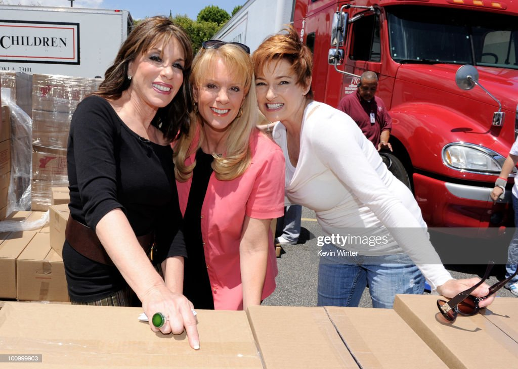 Actors <a gi-track='captionPersonalityLinkClicked' href=/galleries/search?phrase=Kate+Linder&family=editorial&specificpeople=213145 ng-click='$event.stopPropagation()'>Kate Linder</a>, Laura McKenzie and Carolyn Hennesy pose at the 37th Annual Daytime Emmy Awards' 'Daytime Gives Back' at the Salvation Army on May, 26, 2010 in Van Nuys, California.