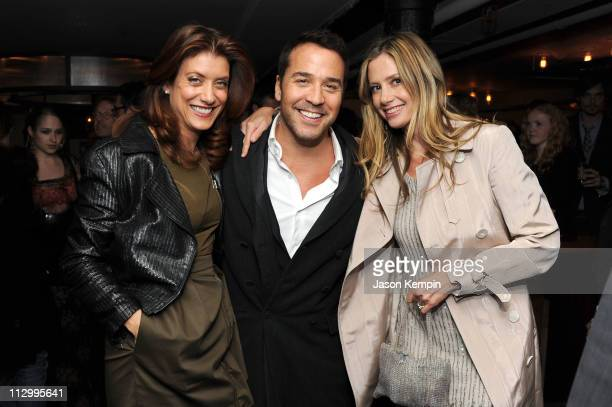 Actors Kate Walsh Jeremy Piven and Mira Sorvino attend the Tribeca Film Festival afterparty for Angels Crest hosted by 675 Bar at 675 Bar on April 22...