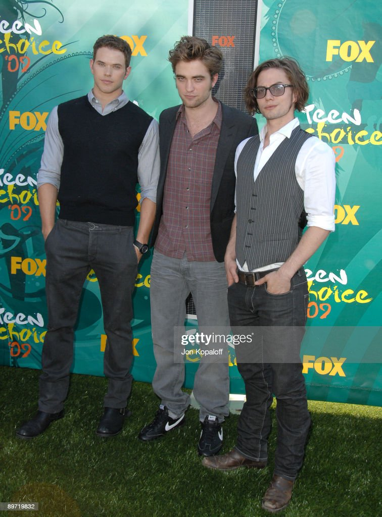 Actors Kellan Lutz, Robert Pattinson and Jackson Rathbone arrives at the Teen Choice Awards 2009 held at the Gibson Amphitheatre on August 9, 2009 in Universal City, California.