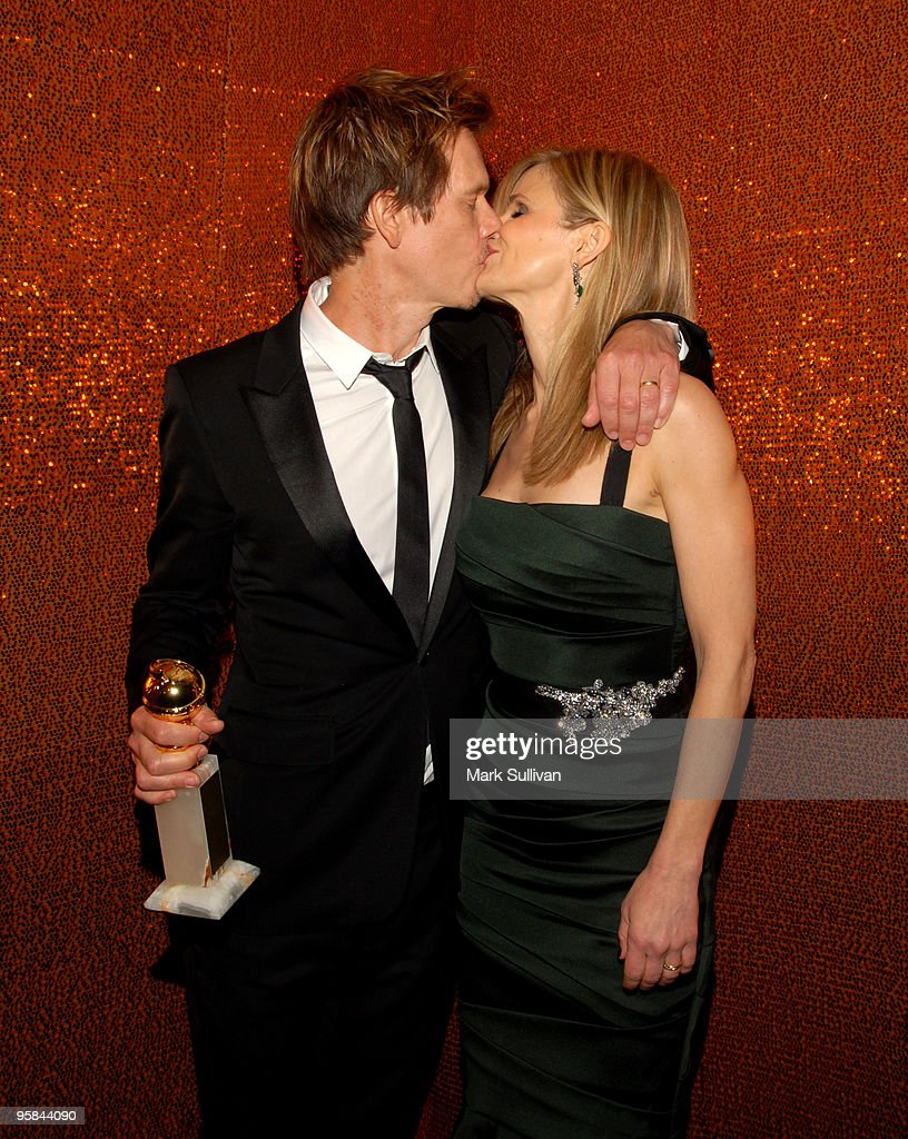 Actors Kevin Bacon and Kyra Sedgwick attend HBO's Post 67th Annual Golden Globes party at Circa 55 Restaurant on January 17, 2010 in Beverly Hills, California.