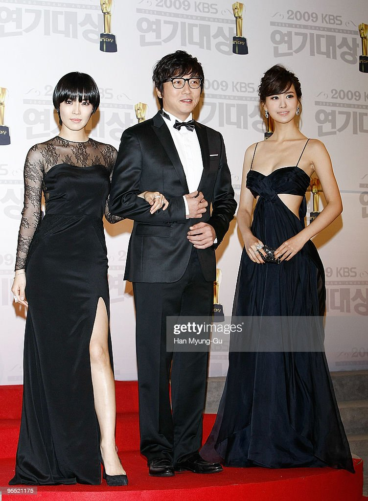Actors Kim So-Yeon and Tak Jae-Hun and Lee Da-Hae poses on the red carpet of the 2009 KBS Drama Awards at KBS Hall on December 31, 2009 in Seoul, South Korea.