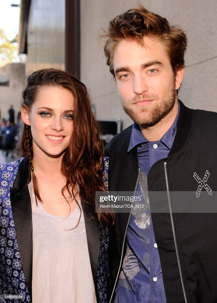 Actors <a gi-track='captionPersonalityLinkClicked' href=/galleries/search?phrase=Kristen+Stewart&family=editorial&specificpeople=2166264 ng-click='$event.stopPropagation()'>Kristen Stewart</a> and <a gi-track='captionPersonalityLinkClicked' href=/galleries/search?phrase=Robert+Pattinson&family=editorial&specificpeople=734445 ng-click='$event.stopPropagation()'>Robert Pattinson</a> attend the 2012 Teen Choice Awards at Gibson Amphitheatre on July 22, 2012 in Universal City, California.