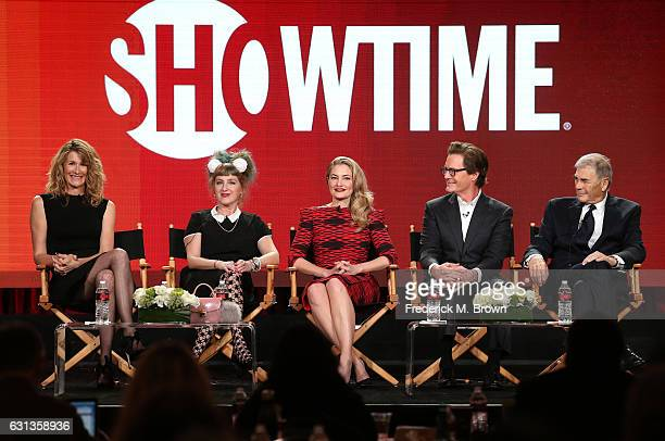 Actors Laura Dern Kimmy Robertson Madchen Amick Kyle MacLachlan and Robert Forster of the television show 'Twin Peaks' speak onstage during the...