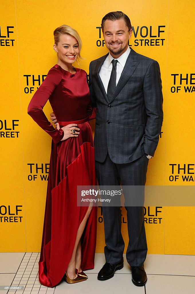 ¿Cuánto mide Margot Robbie? - Real height Actors-leonardo-dicaprio-and-margot-robbie-attend-the-uk-premiere-of-picture-id461558967