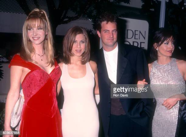 Actors Lisa Kudrow Jennifer Aniston Matthew Perry and Courteney Cox attend the 53rd Annual Golden Globe Awards on January 21 1996 at the Beverly...