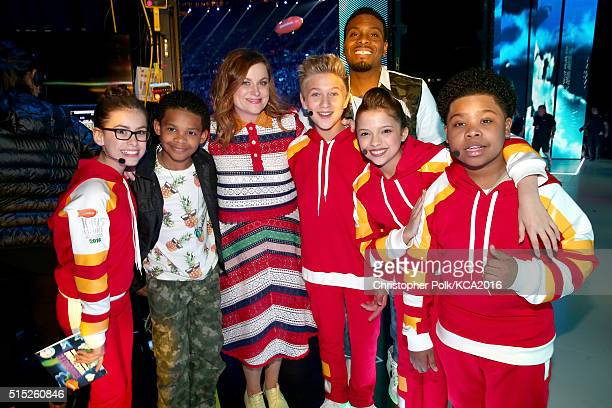Actors Madisyn Shipman a trophy presenter Amy Poehler Thomas Kuc Kel Mitchell Cree Cicchino and Benjamin Flores Jr attend Nickelodeon's 2016 Kids'...