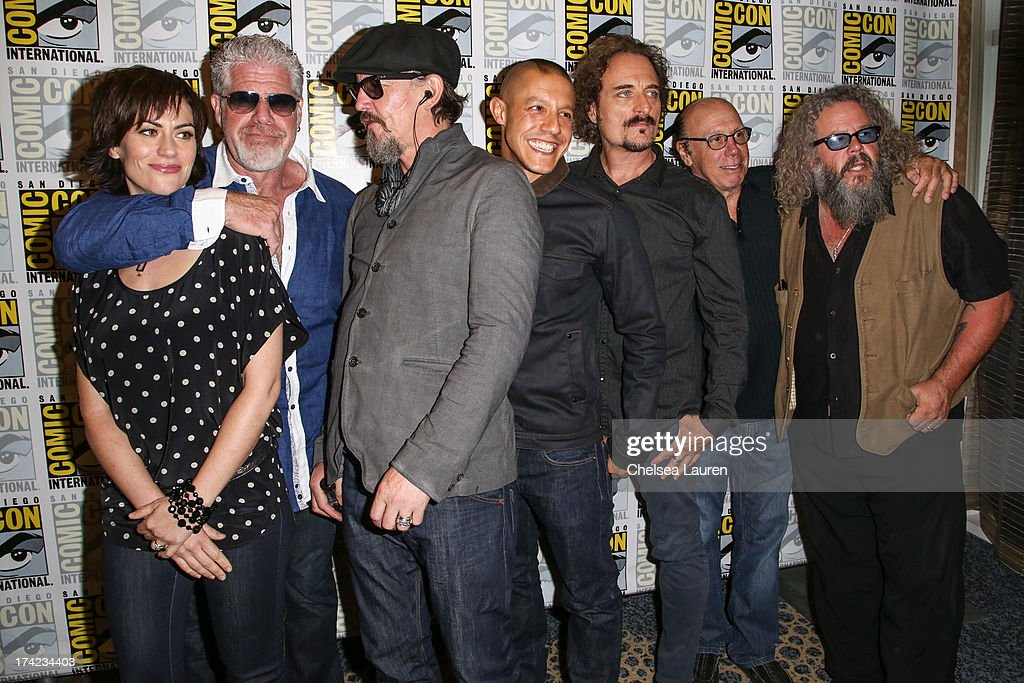 Actors <a gi-track='captionPersonalityLinkClicked' href=/galleries/search?phrase=Maggie+Siff&family=editorial&specificpeople=4407086 ng-click='$event.stopPropagation()'>Maggie Siff</a>, <a gi-track='captionPersonalityLinkClicked' href=/galleries/search?phrase=Ron+Perlman+-+Actor&family=editorial&specificpeople=208159 ng-click='$event.stopPropagation()'>Ron Perlman</a>, <a gi-track='captionPersonalityLinkClicked' href=/galleries/search?phrase=Tommy+Flanagan+-+Actor&family=editorial&specificpeople=13422249 ng-click='$event.stopPropagation()'>Tommy Flanagan</a>, <a gi-track='captionPersonalityLinkClicked' href=/galleries/search?phrase=Theo+Rossi&family=editorial&specificpeople=4015330 ng-click='$event.stopPropagation()'>Theo Rossi</a>, <a gi-track='captionPersonalityLinkClicked' href=/galleries/search?phrase=Kim+Coates&family=editorial&specificpeople=678530 ng-click='$event.stopPropagation()'>Kim Coates</a>, Dayton Callie and Mark Boone Junior attend the 'Sons of Anarchy' press line during day 4 of Comic-Con International on July 21, 2013 in San Diego, California.
