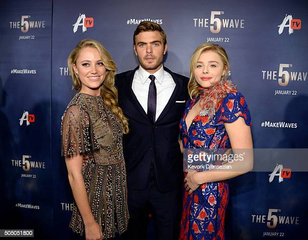 Actors Maika Monroe Alex Roe and Chloe Grace Moretz pose during the AwesomenessTV special fan screening of 'The 5th Wave' at Pacific Theatre at The...