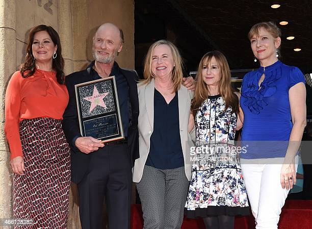 Actors Marcia Gay Harden Ed Harris Amy Madigan Holly Hunter and Glenne Headly pose for a photo at the ceremony honoring him with the 2546th Star on...