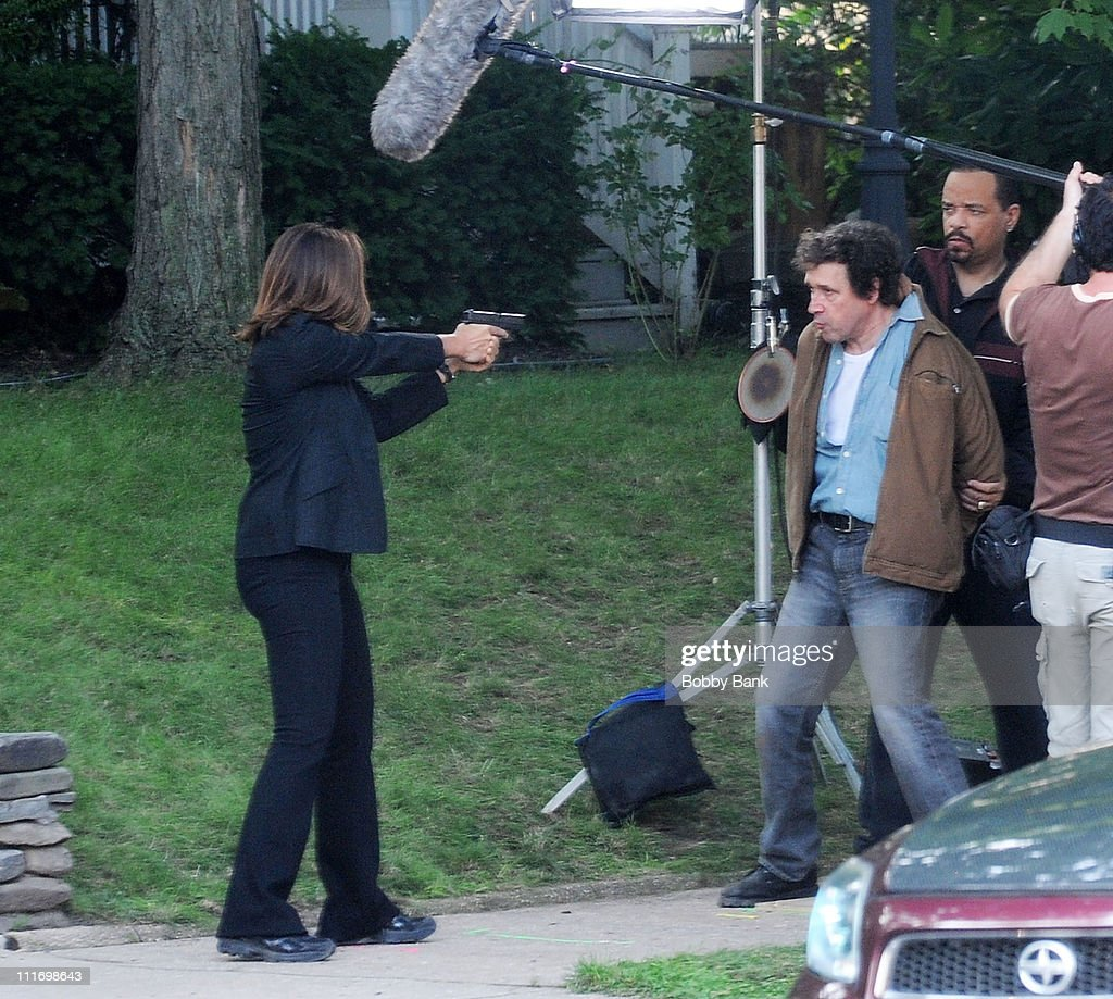 Actors Mariska Hargitay Stephen Rea and IceT on the set of 'Law Order SVU' on August 4 2009 in Bayonne New Jersey