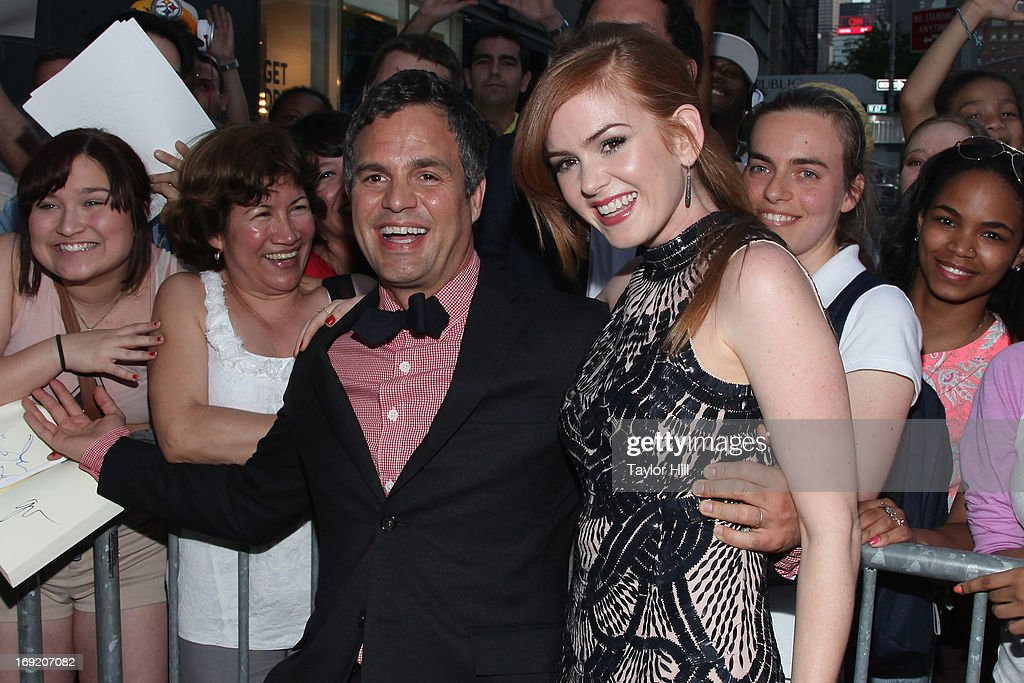 Actors Mark Ruffalo and Isla Fisher pose with fans outside the 'Now You See Me' premiere at AMC Lincoln Square Theater on May 21, 2013 in New York City.