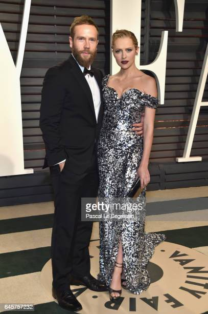 Actors Mark Webber and Teresa Palmer attend the 2017 Vanity Fair Oscar Party hosted by Graydon Carter at Wallis Annenberg Center for the Performing...