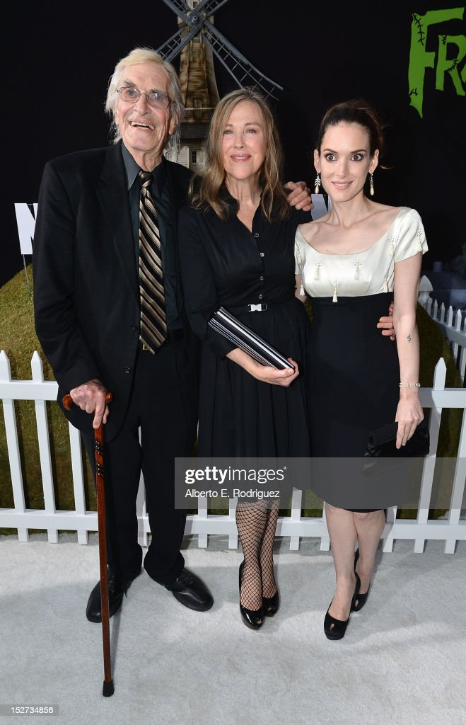 Actors <a gi-track='captionPersonalityLinkClicked' href=/galleries/search?phrase=Martin+Landau&family=editorial&specificpeople=209352 ng-click='$event.stopPropagation()'>Martin Landau</a>, <a gi-track='captionPersonalityLinkClicked' href=/galleries/search?phrase=Catherine+O%27Hara&family=editorial&specificpeople=563604 ng-click='$event.stopPropagation()'>Catherine O'Hara</a> and <a gi-track='captionPersonalityLinkClicked' href=/galleries/search?phrase=Winona+Ryder&family=editorial&specificpeople=203145 ng-click='$event.stopPropagation()'>Winona Ryder</a> arrive at Disney's 'Frankenweenie' premiere at the El Capitan Theatre on September 24, 2012 in Hollywood, California.