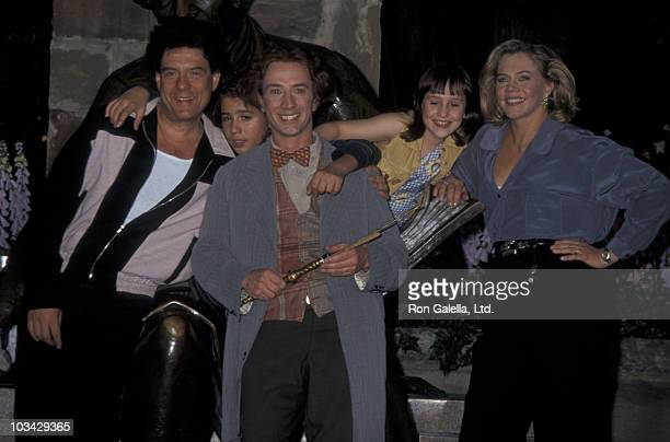 Actors Martin Short Robert Pastorelli and Francis Capra and actresses Kathleen Turner and Mara Wilson being photographed on location filming 'A...
