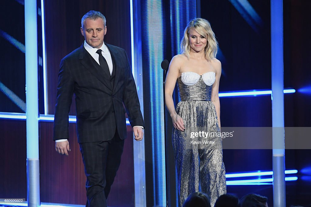 actors-matt-leblanc-and-kristen-bell-speak-onstage-during-the-peoples-picture-id632020322