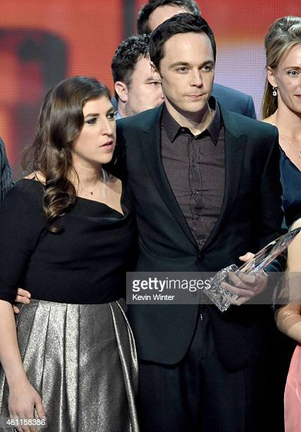 Actors Mayim Bialik and Jim Parsons accept the Favorite TV Show Award for 'The Big Bang Theory' onstage at The 41st Annual People's Choice Awards at...