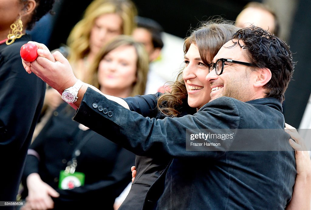 Actors Mayim Bialik and Johnny Galecki arrive at The Red Nose Day Special on NBC at Alfred Hitchcock Theater at Universal Studios on May 26, 2016 in Universal City, California.