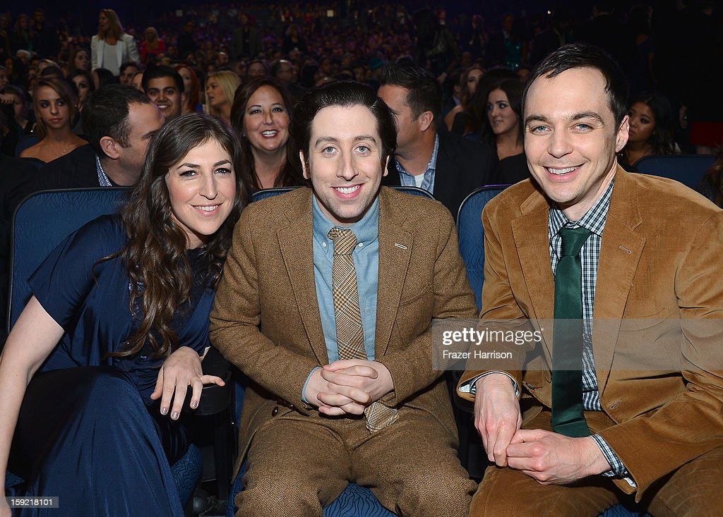 Actors (L-R) <a gi-track='captionPersonalityLinkClicked' href=/galleries/search?phrase=Mayim+Bialik&family=editorial&specificpeople=1539271 ng-click='$event.stopPropagation()'>Mayim Bialik</a>, <a gi-track='captionPersonalityLinkClicked' href=/galleries/search?phrase=Simon+Helberg&family=editorial&specificpeople=3215017 ng-click='$event.stopPropagation()'>Simon Helberg</a> and <a gi-track='captionPersonalityLinkClicked' href=/galleries/search?phrase=Jim+Parsons&family=editorial&specificpeople=2480791 ng-click='$event.stopPropagation()'>Jim Parsons</a> attend the 39th Annual People's Choice Awards at Nokia Theatre L.A. Live on January 9, 2013 in Los Angeles, California.