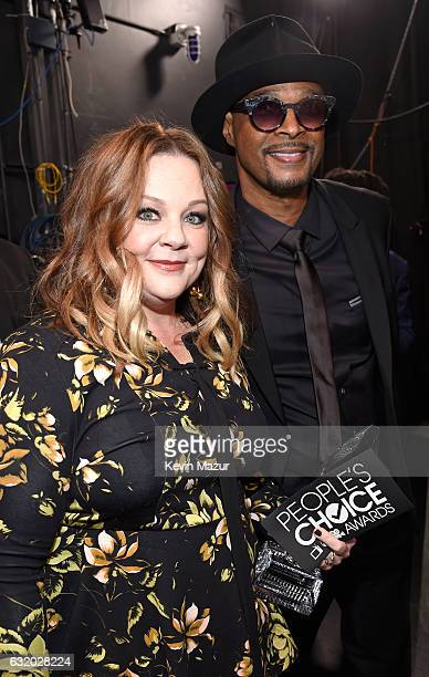 Actors Melissa McCarthy and Damon Wayans backstage at the People's Choice Awards 2017 at Microsoft Theater on January 18 2017 in Los Angeles...