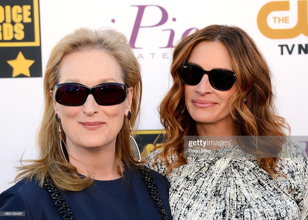 Actors Meryl Streep (L) and Julia Roberts attend the 19th Annual Critics' Choice Movie Awards at Barker Hangar on January 16, 2014 in Santa Monica, California.