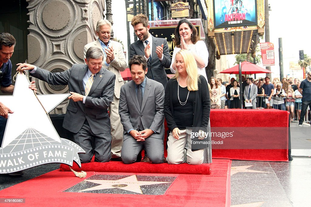 Actors Michael Douglas Adam Scott Maureen Schultz CEO of the Hollywood Chamber of Commerce Leron Gubler and actor Paul Rudd attend a ceremony...