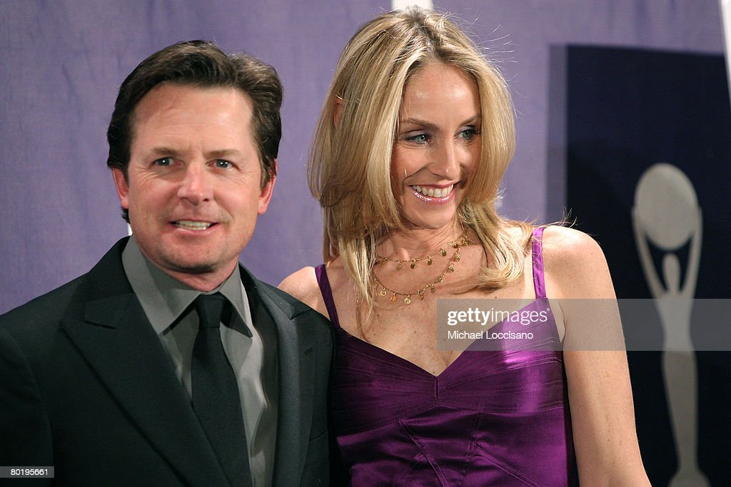 Actors Michael J. Fox and Tracy Pollan pose in the press room at the 2008 Rock and Roll Hall of Fame Induction Ceremony at The Waldorf-Astoria Hotel on March 10, 2008 in New York City.