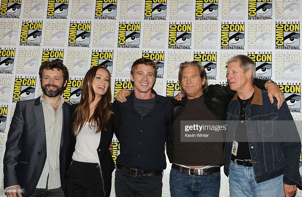 Actors <a gi-track='captionPersonalityLinkClicked' href=/galleries/search?phrase=Michael+Sheen&family=editorial&specificpeople=213120 ng-click='$event.stopPropagation()'>Michael Sheen</a>, <a gi-track='captionPersonalityLinkClicked' href=/galleries/search?phrase=Olivia+Wilde&family=editorial&specificpeople=235399 ng-click='$event.stopPropagation()'>Olivia Wilde</a>, <a gi-track='captionPersonalityLinkClicked' href=/galleries/search?phrase=Garrett+Hedlund&family=editorial&specificpeople=2290407 ng-click='$event.stopPropagation()'>Garrett Hedlund</a>, <a gi-track='captionPersonalityLinkClicked' href=/galleries/search?phrase=Jeff+Bridges&family=editorial&specificpeople=201735 ng-click='$event.stopPropagation()'>Jeff Bridges</a> and <a gi-track='captionPersonalityLinkClicked' href=/galleries/search?phrase=Bruce+Boxleitner&family=editorial&specificpeople=221415 ng-click='$event.stopPropagation()'>Bruce Boxleitner</a> pose at the 'Tron: Legacy' panel during Comic-Con 2010 at San Diego Convention Center on July 22, 2010 in San Diego, California.