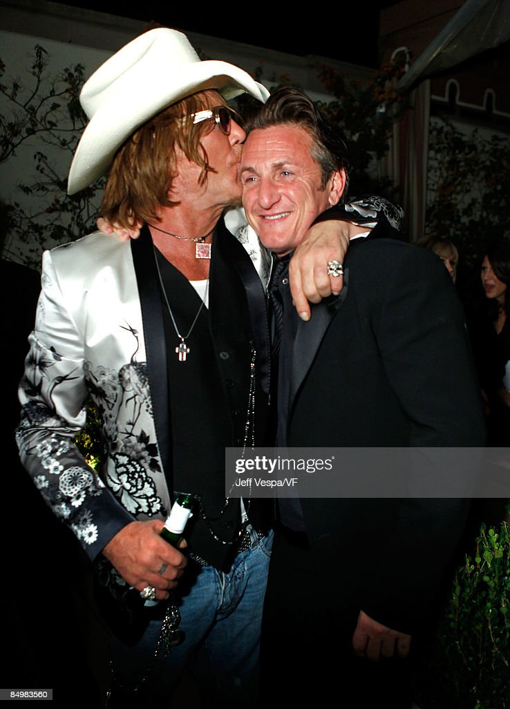 Actors Mickey Rourke and Sean Penn attend the 2009 Vanity Fair Oscar party hosted by Graydon Carter at the Sunset Tower Hotel on February 22, 2009 in West Hollywood, California.