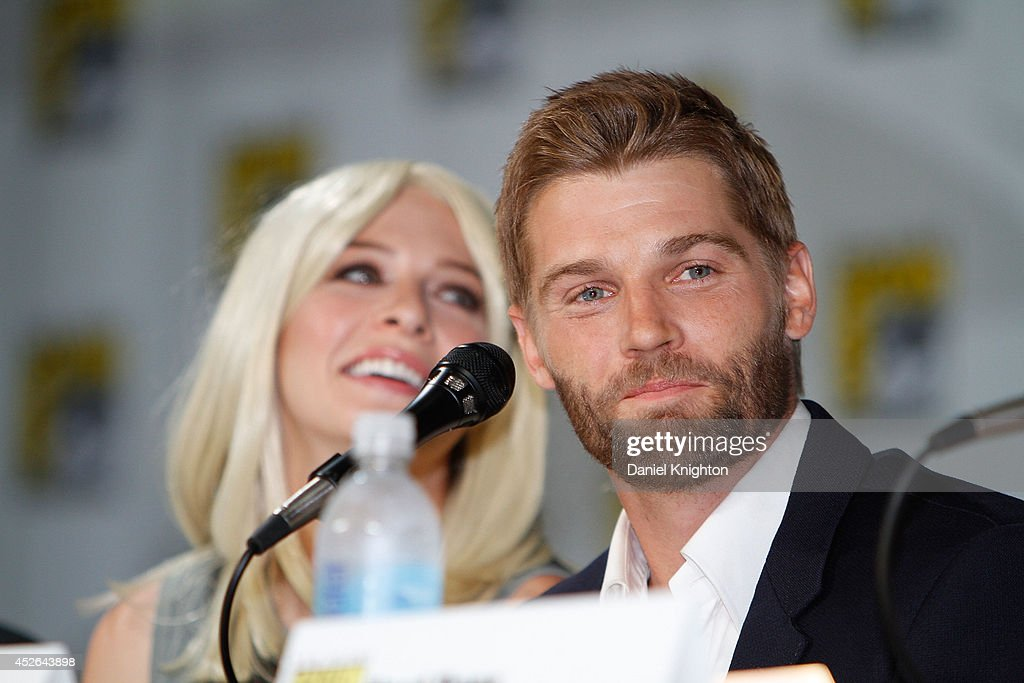 Actors <a gi-track='captionPersonalityLinkClicked' href=/galleries/search?phrase=Mike+Vogel&family=editorial&specificpeople=601802 ng-click='$event.stopPropagation()'>Mike Vogel</a> (R) and <a gi-track='captionPersonalityLinkClicked' href=/galleries/search?phrase=Rachelle+Lefevre&family=editorial&specificpeople=2538883 ng-click='$event.stopPropagation()'>Rachelle Lefevre</a> attend the CBS 'Under The Dome' panel & exclusive sneak preview during Comic-Con International at San Diego Convention Center on July 24, 2014 in San Diego, California.