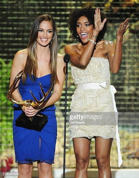 Actors Minka Kelly and Annie Ilonzeh onstage during Spike TV's 5th annual 2011 'Guys Choice' Awards at Sony Pictures Studios on June 4 2011 in Culver...