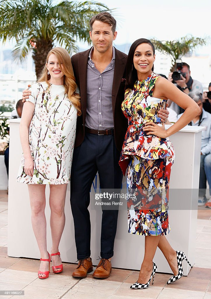 Actors <a gi-track='captionPersonalityLinkClicked' href=/galleries/search?phrase=Mireille+Enos&family=editorial&specificpeople=784800 ng-click='$event.stopPropagation()'>Mireille Enos</a>, <a gi-track='captionPersonalityLinkClicked' href=/galleries/search?phrase=Ryan+Reynolds&family=editorial&specificpeople=204149 ng-click='$event.stopPropagation()'>Ryan Reynolds</a> and <a gi-track='captionPersonalityLinkClicked' href=/galleries/search?phrase=Rosario+Dawson&family=editorial&specificpeople=201472 ng-click='$event.stopPropagation()'>Rosario Dawson</a> attend the 'Captives' photocall during the 67th Annual Cannes Film Festival on May 16, 2014 in Cannes, France.