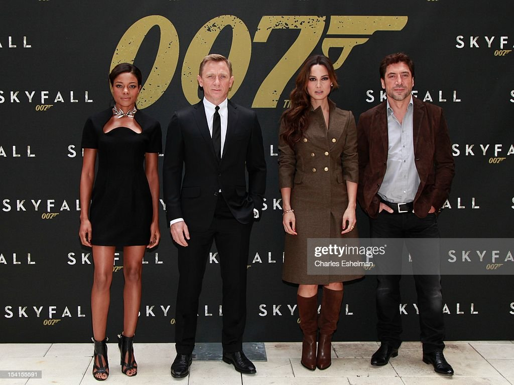 Actors (L-R) <a gi-track='captionPersonalityLinkClicked' href=/galleries/search?phrase=Naomie+Harris&family=editorial&specificpeople=238918 ng-click='$event.stopPropagation()'>Naomie Harris</a>, Daniel Craig, Bernice Marlohe and <a gi-track='captionPersonalityLinkClicked' href=/galleries/search?phrase=Javier+Bardem&family=editorial&specificpeople=209334 ng-click='$event.stopPropagation()'>Javier Bardem</a> attend the 'Skyfall' cast photo call at Crosby Street Hotel on October 15, 2012 in New York City.