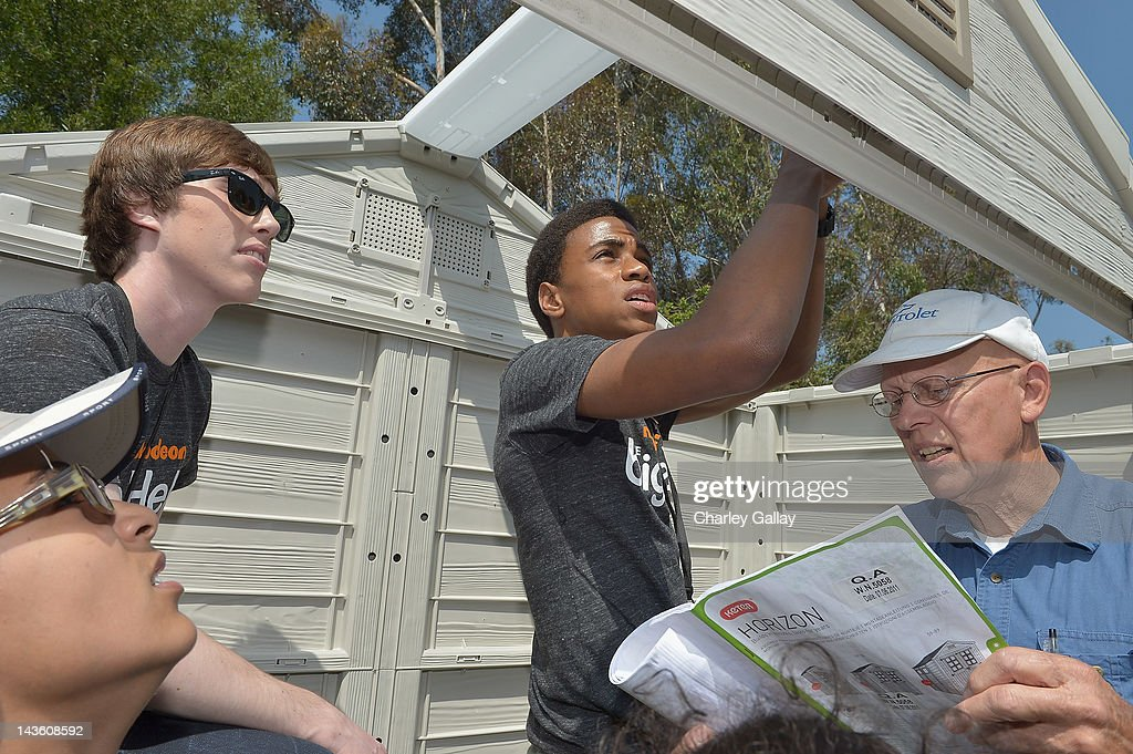 Actors Noah Crawford (L) and Chris O'Neal from Nickelodeon's 'How to Rock' volunteer with students for a Big Help environmental project at New Horizon Elementary & Middle School on April 30, 2012 in Pasadena, California.