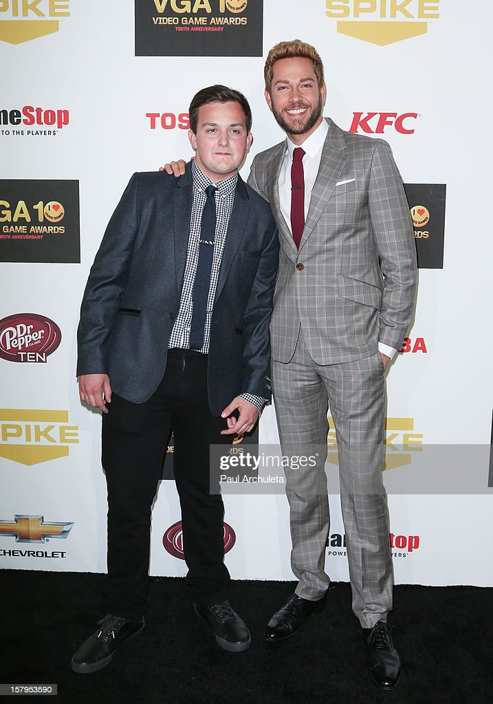 Actors Noah Munck (L) and <a gi-track='captionPersonalityLinkClicked' href=/galleries/search?phrase=Zachary+Levi&family=editorial&specificpeople=242766 ng-click='$event.stopPropagation()'>Zachary Levi</a> attend Spike TV's 10th Annual Video Game Awards at Sony Pictures Studios on December 7, 2012 in Culver City, California.
